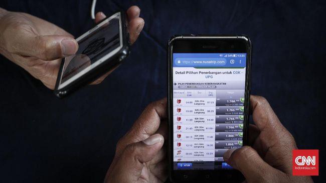 Penurunan tarif batas atas tiket pesawat 12-16 persen akan membuat harga tiket lebih murah. Rute Jakarta-Padang bisa hanya Rp1,4 juta dari  maksimal Rp1,7 juta.