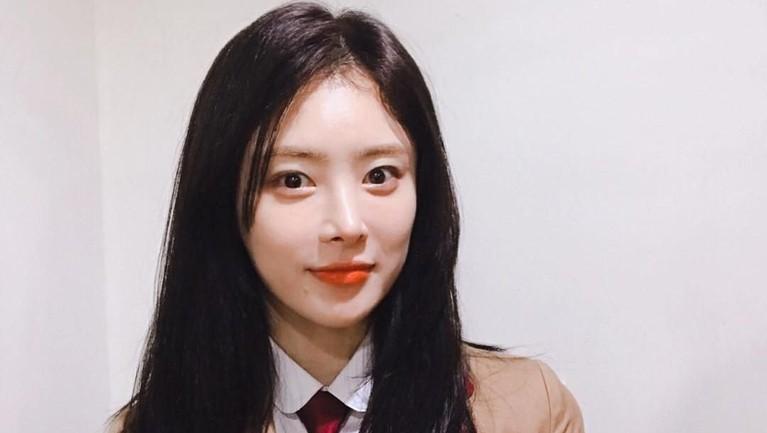 Han Ji Seong mengawali kariernya di dunia hiburan Korea dengan bergabung di girlband B.Doll pada tahun 2010. Kemudian ia memilih berkarier di dunia akting.