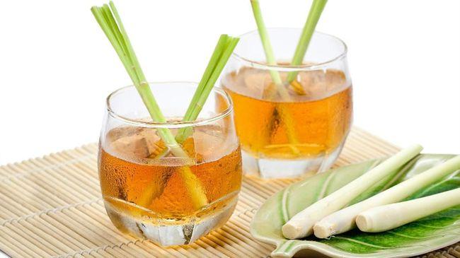 Teh bukan cuma enak dicampur susu, tapi teh juga enak dan menghangatkan ketika dicampur dengan sereh. Ada banyak manfaat teh sereh yang bisa didapatkan.