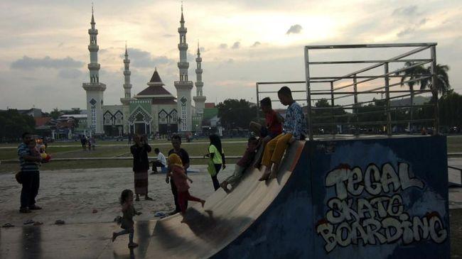 Kegiatan bersosialisasi dengan bebas seperti melalui ngabuburit kala Ramadan tiba menjadi hal yang dirindukan mayoritas masyarakat.