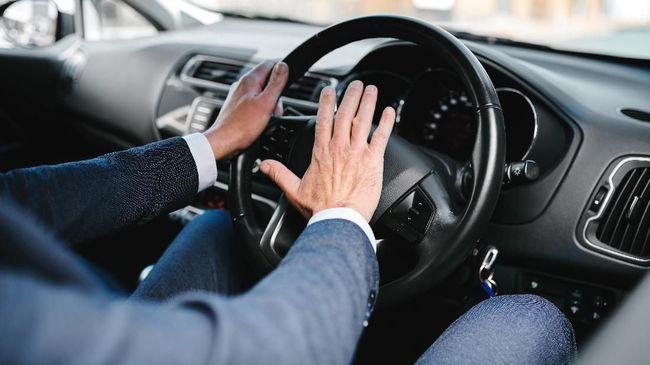 Pengendara mobil yang terjebak macet saat berpuasa ada baiknya melakukan beberapa hal untuk menjaga 'mood' supaya tetap semangat menuju waktu berbuka puasa.