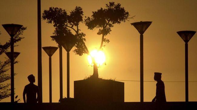 Kisah Nabi Ibrahim yang rela mengorbankan anak yang dicintainya menjadi dasar pelaksanaan kurban pada Hari Raya Idul Adha.