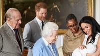 <p>Bayi laki-laki mungil, yang merupakan pewaris ketujuh tahta Kerajaan Inggris, itu diberi nama Archie Harrison Mounbatten-Windsor. (Foto: Dok. Instagram/Sussex Royal)</p>