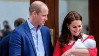 <p>Kate Middleton kembali mengenakan gaun yang hampir serupa dengan yang dipakai Putri Diana. Usai melahirkan Pangeran Louis, Kate mengenakan gaun berwarna merah rancangan Jenny Packham. (Foto: Instagram @kensingtonroyal)</p>