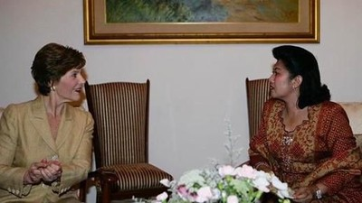 Throwback Potret Hangat 2 Sahabat, Ani Yudhoyono dan Laura Bush