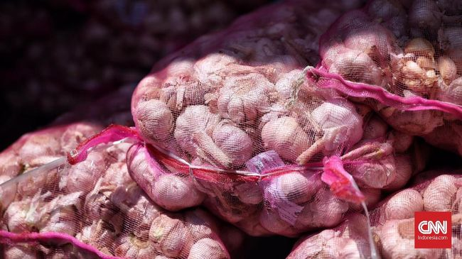 Harga bawang putih diperkirakan naik di Kota Solo. Sebab, impor dari China terganggu di tengah wabah Virus Corona.