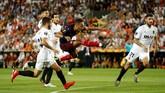 Keberhasilan Arsenal melewati adangan Valencia pada semifinal Liga Europa, Jumat (10/5), diwarnai hattrick Pierre Emerick-Aubameyang dan keributan antarpemain.