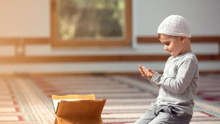 Ramadan Kareem,The Muslim boy prays in the mosque, the little boy prays to God,Peace and love in the holy month of Ramadan,lifestyle concept