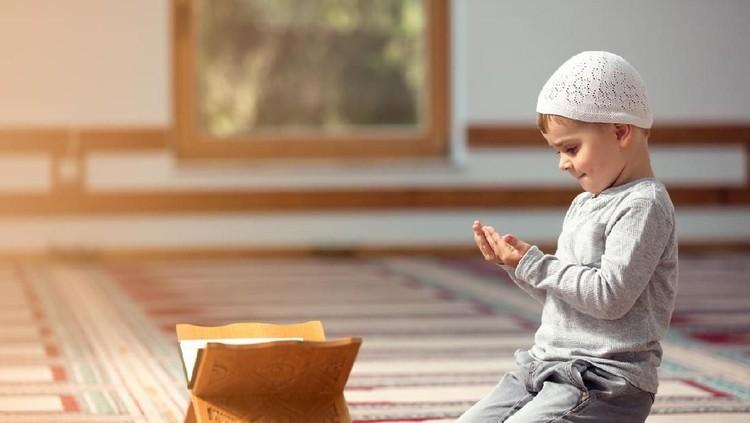 Berikut ini doa awal dan akhir Tahun Baru Islam, yang bisa diajarkan pada anak.