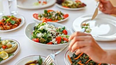 Bahaya Menyantap Makanan Berlebihan Saat Berbuka Puasa