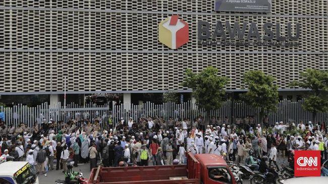 BPN Prabowo-Sandiaga melaporkan Jokowi selaku capres nomor urut 01, yang dituding melakukan kecurangan di Pilpres 2019.