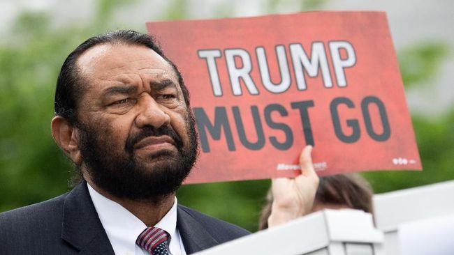 Petisi berisi desakan untuk memakzulkan Presiden Amerika Serikat, Donald Trump, yang telah diteken 10 juta orang dikirim ke Kongres pada Kamis (9/5).