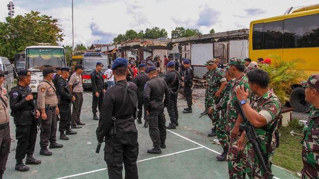 Penjagaan dilakukan usai kerusuhan yang terjadi di Rutan Kelas II B Siak Sri Indrapura Provinsi Riau dan menyebabkan ratusan narapidana melarikan diri.