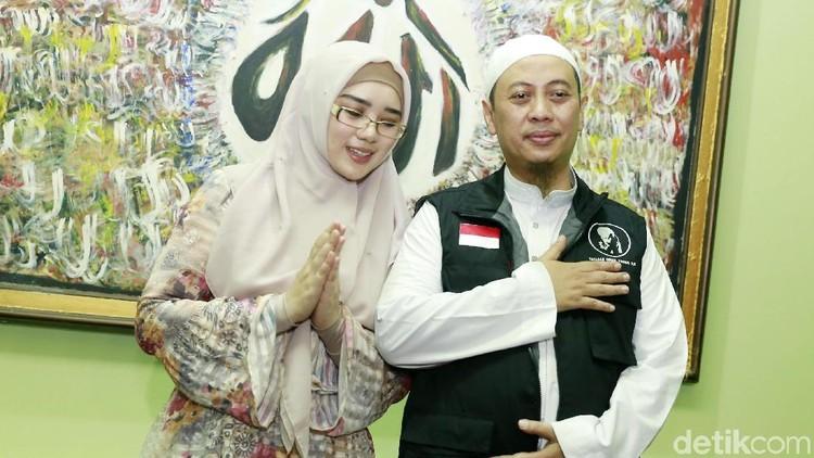 Opick dan istri, Bebi Silvana saat ditemui di kediamannya di Pulo Gebang, Jakarta Timur.