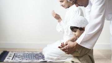 Doa yang Bisa Diajarkan ke Anak Saat Hadapi Ejekan Ketika Puasa