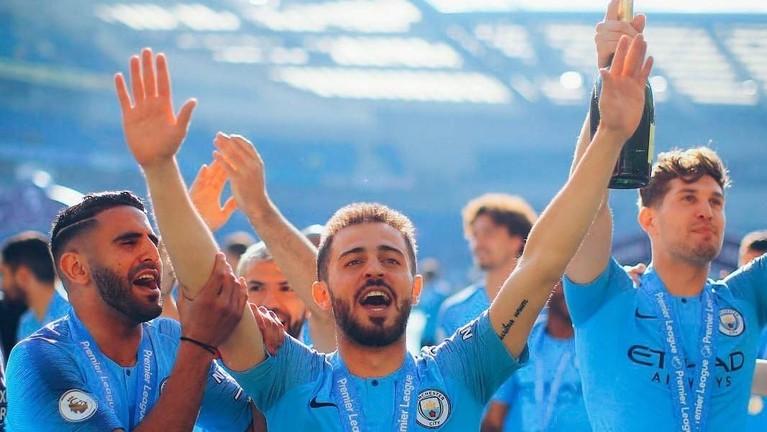 Manchester City berhasil memenangkan gelar juara Liga Inggris berturut pada musim 2017/2018 dan 2018/2019.