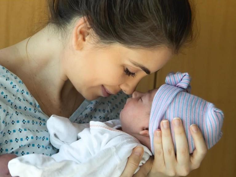 Pasangan Ryan Serhant dan Emilia Bechraki sah menjadi orang tua. Pada 26 Februari Bechraki melahirkan anak pertamanya yang diberi nama Zena.