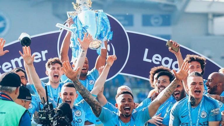Anak asuhan Pep Guardiola berhasil unggul satu poin dari Liverpool dalam perebutan gelar juara Liga Inggris 2018//2019.