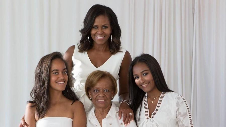 Kenangan Michelle Obama tentang Pola Asuh Sang Bunda di Hari Ibu