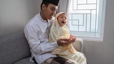 Manfaat Mengajari Si Kecil Doa untuk Kedua Orang Tua