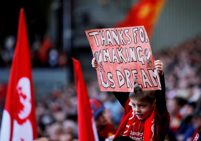 Trofi Liga Primer Inggris kembali lepas dari genggaman Liverpool. Mungkin gelar Liga Primer Inggris tidak pernah diinginkan The Reds.