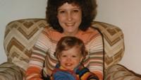 """""""Selamat Hari Ibu. Aku mencintaimu,"""" tulis Justin Timberlake dalam caption fotonya dengan sang ibu tercinta. (Foto: Instagram @justintimberlake)"""