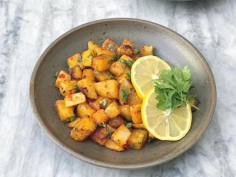 Di Lebanon, Batata Hara menjadi hidangan khas di bulan suci Ramadan. Makanan berbahan dasar kentang ini terkenal sebagai mezze atau makanan pembuka.