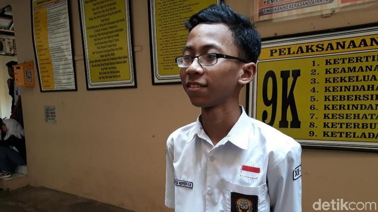 Berbekal belajar di waktu luang, Ananda Hafidh Rifai, siswa SMAN 4 Surakarta meraih hasil ujian nasional tertinggi.