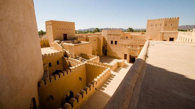 Oman mencabut persyaratan visa turisnya untuk wisatawan dari 103 negara, termasuk Indonesia.