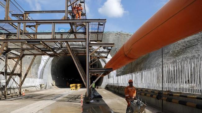 Proyek kereta cepat Jakarta-Bandung ditargetkan rampung dibangun pada 2020 mendatang. Hingga kini, progres pembangunan proyek baru mencapai 17,5 persen.