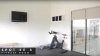 Nah kalau yang ini ruang idaman para pria. Ini adalah <em>gym</em> tempat Teuku Wisnu biasa berolahraga. (Foto: YouTube The Sungkars Family)
