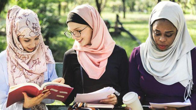 Penampilan sopan tapi tetap modis jadi modal berkumpul saat Ramadan dan Lebaran. Sontek tips berpenampilan ala influencer berikut.