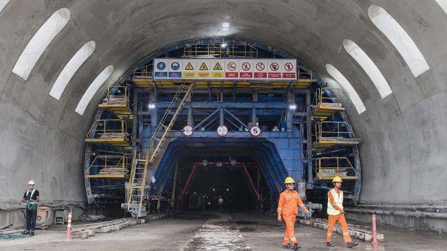 Menteri Ketenagakerjaan Ida Fauziyah mengungkap 2.000 TKA China di proyek Kereta Cepat Jakarta-Bandung sesuai dengan izin yang diajukan.