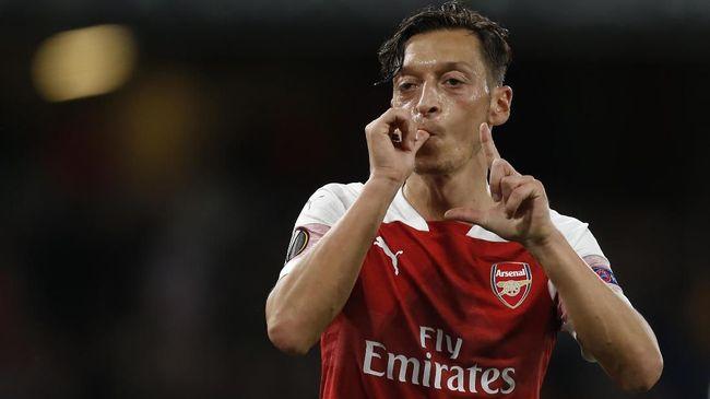 Pelatih Arsenal Mikel Arteta dikabarkan akan mencoret Mesut Ozil dari daftar skuad The Gunners di Liga Inggris.