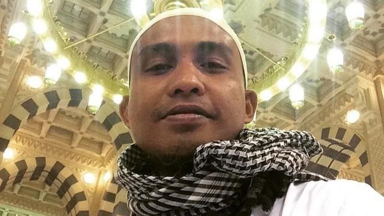 Ivan Kurniawan Arifin atau akrab disapa Ivanka adalah bassis dari grup band legendaris Slank yang juga memutuskan hijrah dan menjalankan kaidah ajaran Islam.