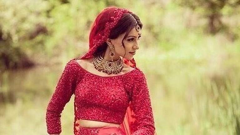 Dupatta merupakan jenis kerudung yang biasa digunakan oleh perempuan muslim di India.