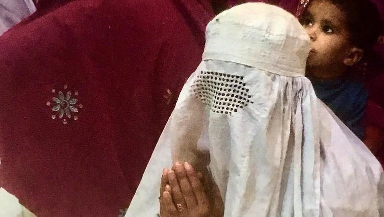 Burqa adalah kerudung yang menutup hampir seluruh tubuh kecuali mata, biasanya digunakan oleh wanita di wilayah Afganistan.