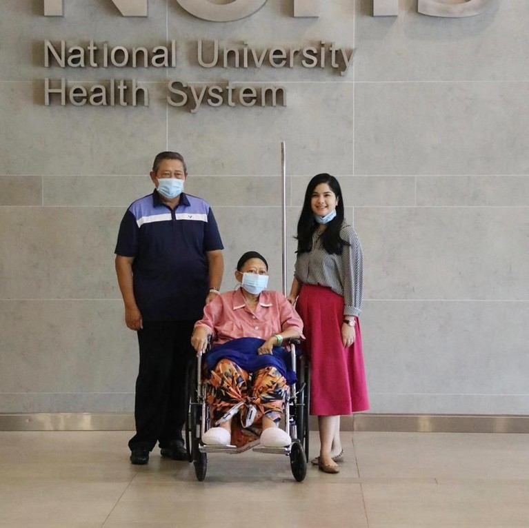 Ani Yudhoyono selamatiga bulan belakangan ini memangdirawat di National University Health System, Singapura, karena penyakit kanker yang dideritanya.