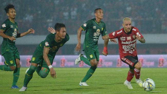 Persebaya Surabaya melepas salah satu staf pelatih, Rudy Eka Priambada, yang sebelumnya pernah menangani tim Liga Bahrain Al Najma.