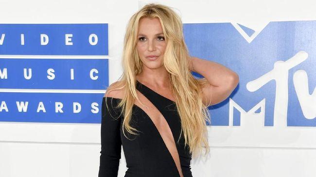 Britney Spears telah memutuskan untuk rehat sejenak dengan berlibur bersama kekasihnya, Sam Asghari. Namun ternyata itu tak membuat dirinya tenang.