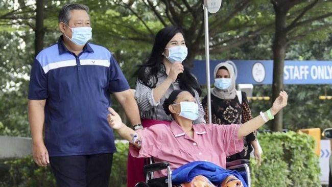 Rachland Nashidik melalui akun twitternya mengabarkan kondisi Ani Yudhoyono kembali sedikit memburuk, Jumat (31/5) pagi ini. Keluarga masih mendampingi di RS.