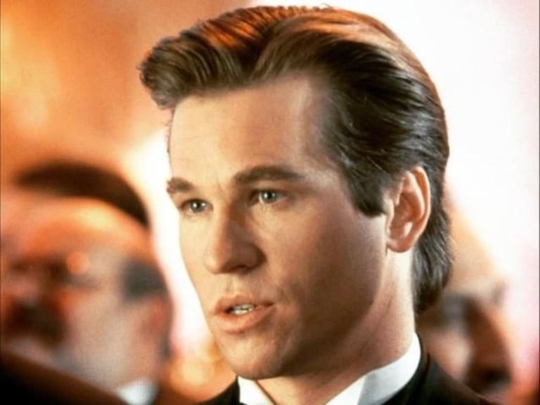 Pada 1995, Val Kilmer mendapatkan peran Batman di film yang berjudul Batman Forever. Film itu berhasi mencetak angka hingga lebih dari Rp4,8 triliun.