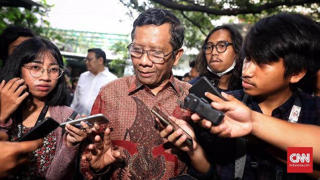 Mahfud MD menegaskan tidak bergabung dalam tim asistensi hukum yang dibentuk Wiranto. Dia digantikan oleh Deputi pengkajian BPIP Adji Samekto.