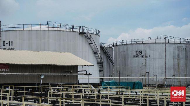 Harga minyak dunia jatuh lebih dari 1,1 persen pada Senin (1/3), waktu AS, karena kekhwatiran investor terhadap perlambatan permintaan minyak China.