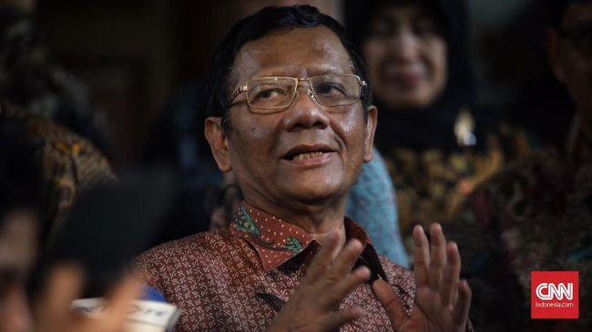 Mahfud MD mengatakan pimpinan KPK tak bisa mengembalikan mandat kepada Presiden Joko Widodo karena mereka bukan mandataris presiden.
