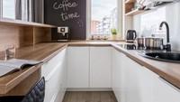 <p>Tak ada bentuk ideal dari sebuah dapur. Apakah bentuknya U, L, yang paling penting adalah memperhatikan letak kompor, bak cuci piring, dan kulkas. (Foto: iStock)</p>