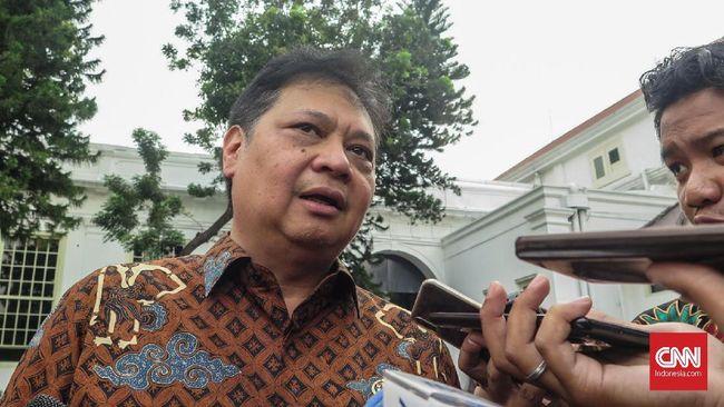 Menko Perekonomian Airlangga Hartarto menargetkan sebagian besar aturan turunan Omnibus Law UU Cipta Kerja diteken Jokowi pekan depan.