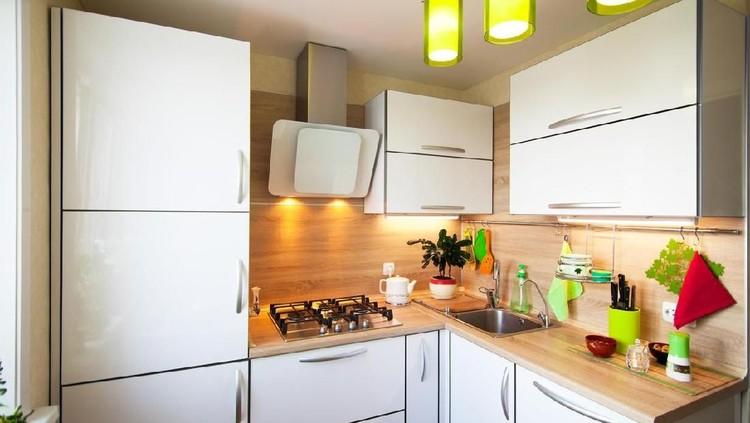Terkesan sepele, namun pemilihan warna dan pencahayaan di dapur berukuran kecil ternyata amat penting bagi kenyamanan penghuni rumah.