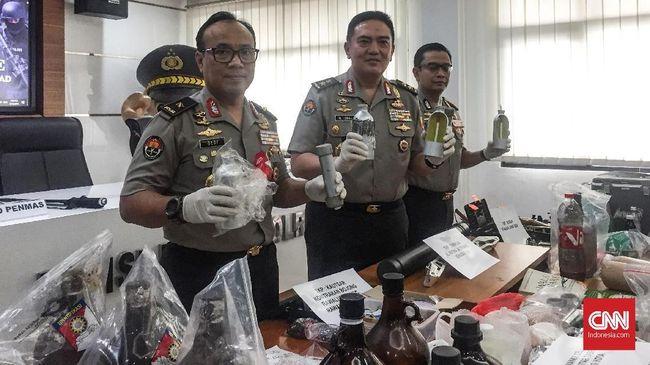 Polri menyatakan sel teroris itu diduga akan beraksi dalam pengumuman hasil Pemilu 2019 pada 22 Mei.