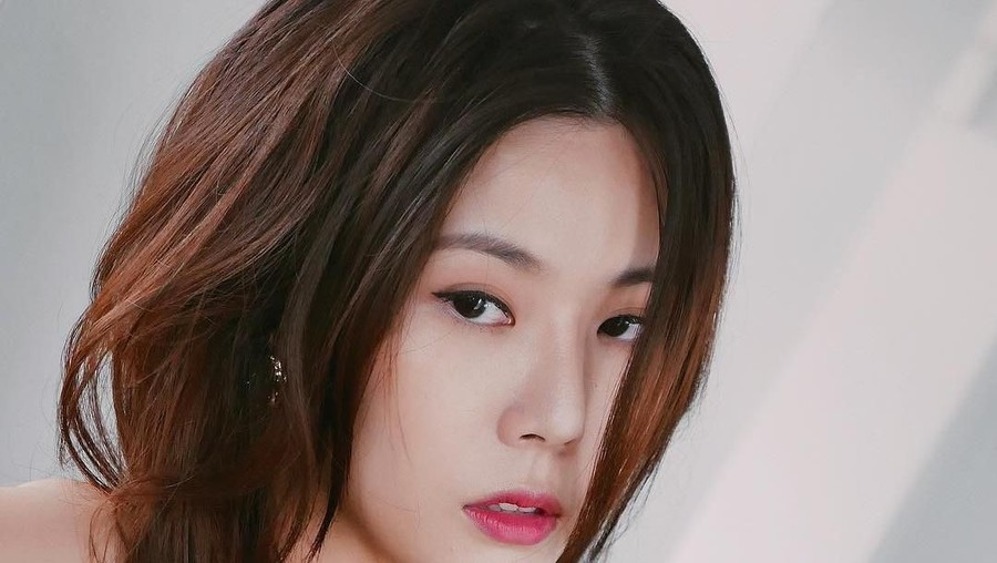 Heboh Beredarnya Pesan Intim Artis Cantik Carrie Wong